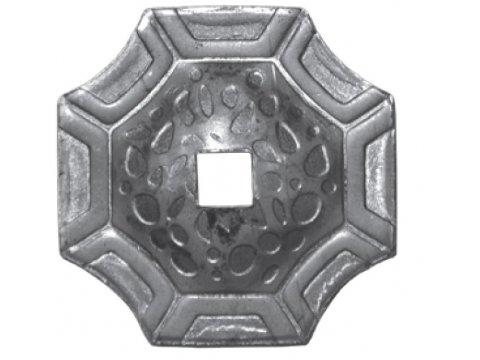 Maskownica metalowa z otworem kuta