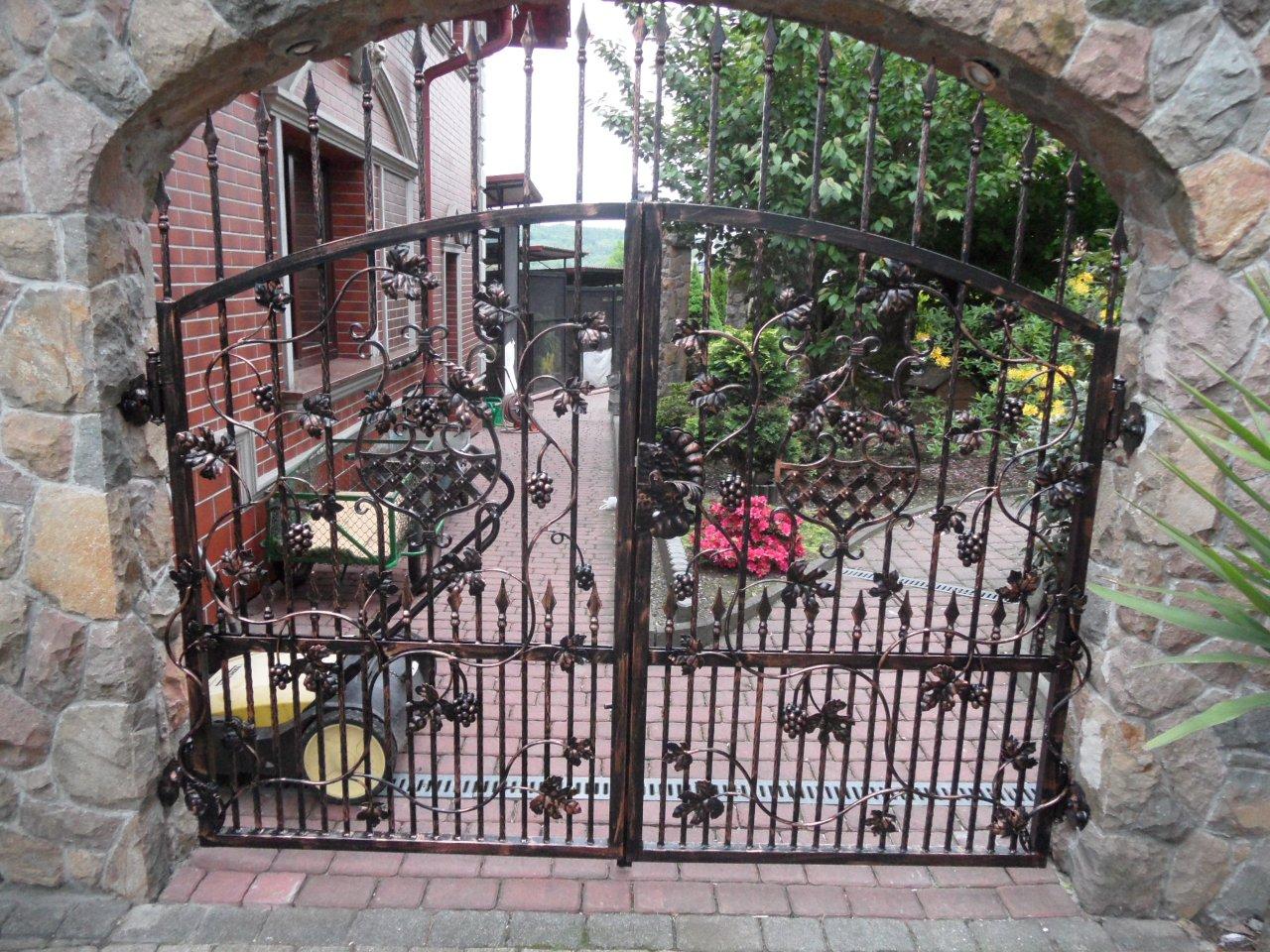 Ogrodowa brama kuta OBK07