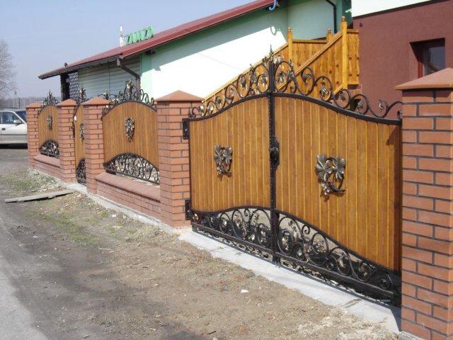 Ogrodzenie kute przęsła stalowo drewniane OK59