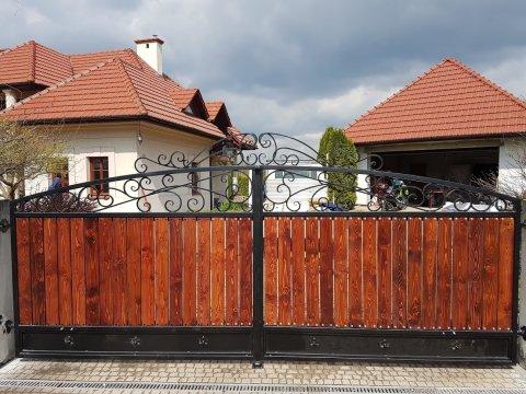Brama kuta z drewnianym wypełnieniem BK0101